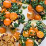 Recept: Grilované avokádo s bylinkami a cherry paradajkami