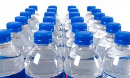 otrava z jedla a vody na dovolenke, treba piť balenú vodu