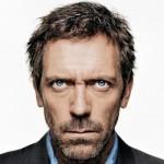 Oválne rysy tváre má aj Hugh Laurie