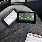 Ako vybrať navigáciu do auta: aplikácia v mobile či klasika?