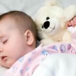 Ako naučiť dieťa spať. Tipy pre mamičky