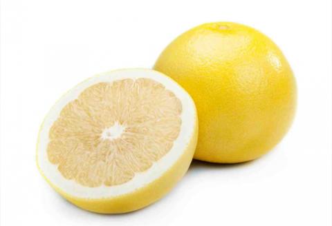 pomelo je kríženec pomaranča a grapefruitu