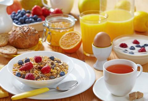 vajicka ovocie zdrave raňajky